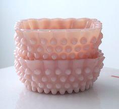 Two Fenton Pastel Pink Hobnail Berry Bowls de jaditekate en Etsy https://www.etsy.com/es/listing/246377687/two-fenton-pastel-pink-hobnail-berry
