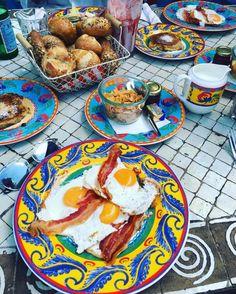 """Schönster Kommentar auf Tripadvisor: """"Wenn dann das Frühstück serviert ist, übertrifft es alle Erwartungen. Kann ich zum Frühstück nur empfehlen."""""""