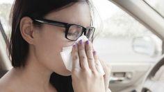 U bent verkouden, flink verkouden. Uw neus zit stevig verstopt en u heeft een vervelend hoestje. Niet lekker, maar thuisblijven lijkt overdreven. Of misschien schreeuwt uw verkouden lichaam wel om een dagje bed, maar laten de omstandigheden dat echt niet toe. Met deze tips komt u de dag wel door.