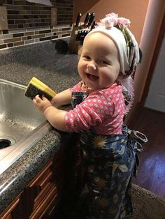 little helper.what a cutie pie dolly! Precious Children, Beautiful Children, Beautiful Babies, Beautiful Smile, Little People, Little Ones, Little Girls, Cool Baby, Baby Kind