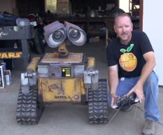 Real life Wall-E robot is even better than the animated Pixar movie character Stop Motion, Wall E Eve, Pixar Movies, Cool Tech, Disney And Dreamworks, Arduino, Real Life, 3d Printing, Character