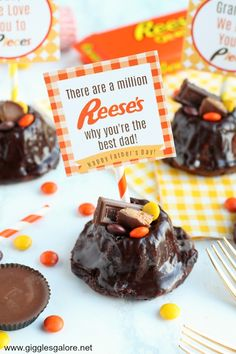 "There are a million ""Reese's"" why dad is going to love this Reese's Bundt Cake with Free Father's Day Printable tags! #fathersday #freeprintables #giftidea #printables #grandpasday"