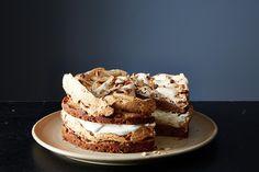 Walnut Variation: coffee-flavored cake, cinnamon meringue, toasted walnuts, and maple vanilla whipped cream Sweet Recipes, Cake Recipes, Dessert Recipes, Espresso Cake, California Walnuts, Meringue Cake, Walnut Recipes, Walnut Cake, Round Cake Pans