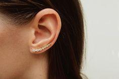 Dieser minimalistische Ohr Manschette ist eine perfekte Ergänzung für Ihre Ohrringe. Es ist sehr vielseitig und einfach zu tragen. Es erfordert