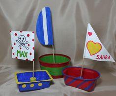 """Kleine Dingis  (Idee mit Anleitung – Klick auf """"Besuchen""""!) - Die kleinen, feinen Bötchen aus Käse-, Joghurt- oder Butterpackungen sind eine schnelle Bastelidee, die vor allem für die Jüngsten geeignet ist. Die Schiffchen laden geradezu zum Spielen ein!"""