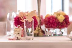 Tischdekoration mit Gastgeschenken bei der Hochzeit von Sandra & Marco Capitol Yard Golf Lounge.