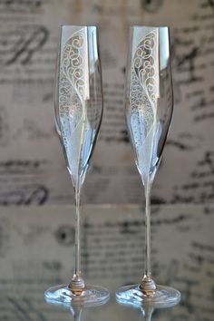 Excited to share this item from my shop: Champagne Flutes Gold Wedding Glass Set, Wedding glasses for Bride and Groom, Hand painted Champagne flutes, Sektgläser hochzeit Wedding Wine Glasses, Wedding Champagne Flutes, Champagne Glasses, Painted Champagne Flutes, Painting Glass Jars, Wine Glass Designs, Handmade Wedding Gifts, Wine Glass Crafts, Decorated Wine Glasses