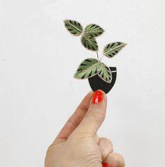 Grande broche brodée à la main plante en pot brodé par EnAvril