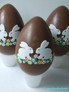 Hot chocolate with banana - Clean Eating Snacks Easter Cupcakes, Easter Cookies, Easter Treats, Paletas Chocolate, Chocolate Lollipops, Sugar Eggs For Easter, Easter Eggs, Chocolates, Chocolate Art