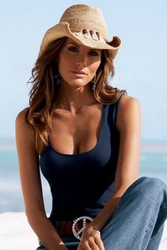 Showing that cowgirl style. Country Girl Outfits, Sexy Cowgirl Outfits, Cute Country Girl, Country Women, Real Country Girls, Cowgirl Clothing, Cowgirl Fashion, Cowboy Girl, Western Girl