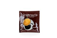 """Seit 1996 produziert die Caffè-Rösterei Paskà qualitative Caffès nach alter neapolitanischer Tradition. Lassen auch Sie sich von der vielseitigen """"Intenso""""-Produktpalette begeistern!    Der """"Classico"""" von Intenso ist ein sehr ausgewogener, vollmundiger Caffè mit einer dichten und beständigen Crema und wenig Säure. Der """"Classico"""" schmeckt zu jeder Tageszeit!  Intenso Classico Espresso - Zusammensetzung der Bohnen: 50 % Arabica, 50 % Robusta, 1 Pad enthält ca. 7 g gemahlenen Kaffee. Arabica, Palette, Alter, Espresso, Ground Coffee, Beans, Espresso Coffee, Pallet, Espresso Drinks"""