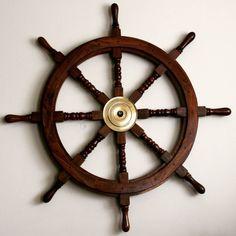Drewniane koło sterowe z mosiężną piastą - prestiżowy morski symbol przywództwa, stylowy żeglarski prezent, alegoria trzymania steru władzy, dowodzenia, marynistyczny synonim kapitańskiej wiedzy i odpowiedzialności, właściwych decyzji i obierania dobrych kursów, dobrego dowództwa i bezpiecznego powrotu do portu, ponadczasowy prezent dla Żeglarza i osób zakochanych w morzu, żaglach, żaglowcach  http://sklep.marynistyka.org/kola-sterowe-c-4.html http://Marynistyka.org