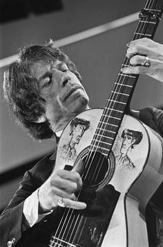 Manitas de plata. Picasso drew on his guitar. Manitas' sons & nephews formed the Gypsy Kings.