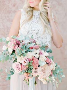pink and ivory large bouquet | Photography: Julie Paisley Photography
