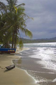 Es Puerto Viejo. Está en Puerto viejo de Talmanaca, Costa Rica. Se puede disfrutar la playa.