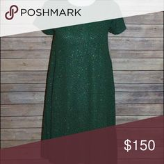 NWT🎄🦄👗Lularoe Green Elegant Carly XXS 🎁 Brand new with tags 2016 Lularoe Elegant Collection Carly, gorgeous green perfect for Christmas 🎄 and other holiday events! Very classy! Elegance is amazing!Size XXS! Smoke and pet free home! I mistakenly bid on 2 of these and won both, I paid over retail and am looking to recoup my money if possible. Please feel free to make an offer 🎄 LuLaRoe Dresses High Low