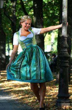 Dirndl Kajsa - Samsalabim.de - Dirndl, Kinderdirndl, Trachtenwesten nach Maß  #dirndl #handmade #maßgeschneidert #schürze #tracht #bavaria #minga #munich #münchen #dirndlliebe #unique #madewithlove #octoberfest #oktoberfest #wiesn #handarbeit | [S♥]