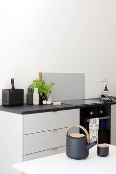 6 Stunning Tips: Minimalist Kitchen Bar Sinks minimalist kitchen cabinets butcher blocks.Minimalist Kitchen Bar Sinks minimalist home decorating with kids. Minimal Kitchen Design, Minimalist Kitchen, Minimalist Decor, Minimal Design, Minimalist Interior, Minimalist Living, Minimalist Bedroom, Modern Minimalist, Home Interior