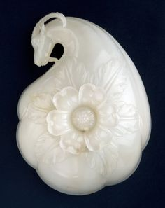 Wine cup made for the Emperor Shah Jahan (1628-1658), India, white nephrite jade. Museum no. IS.12-1962