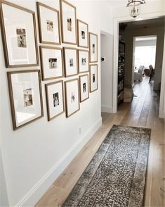 Hallway Pictures, Family Pictures On Wall, Family Picture Walls, Photo Gallery Hallway, Large Wall Pictures, Gallery Wall Staircase, Wall Photos, Grand Cadre Photo, Hallway Walls