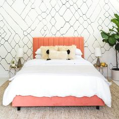 Interior Designer Sarah Sherman Samuel's wallpaper collection is true to her modern, refined aesthetic. A color and pattern expert, Sarah is known for effortlessly combining styles to create distinctive spaces. Bring Sarah's enviable Country Bedroom Design, French Country Bedrooms, Design Bedroom, Moroccan Decor Living Room, Living Room Decor, Living Rooms, Moroccan Wallpaper, Modern Wallpaper, Artistic Wallpaper
