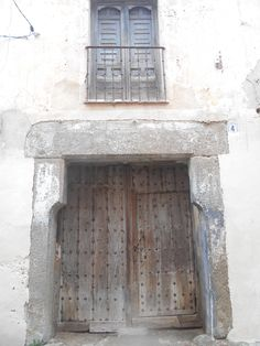 Puerta y dintel en el casco antiguo.