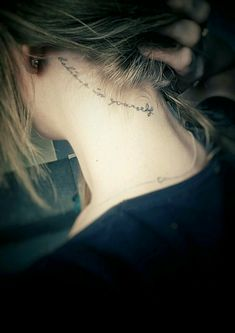 25+ Back-of-the-Neck Tiny Tattoos Ideas to Inspire Your Next Ink