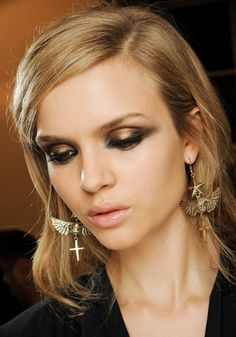 Emilio Pucci    At Pucci, smoky eyes caught the light with a bronze finishing powers applied to the center of the lid. Matte black shadow was used at the corners of the eyes to bring out the metallic shimmer.
