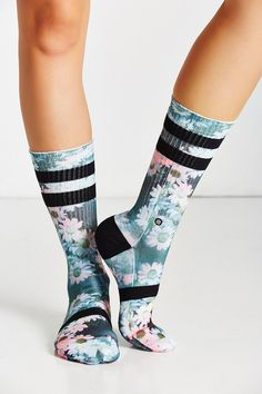 Stance Dizzy Daisy Crew Sock I love socks! Not just any sock.really sporty socks. Socks with print, awesome socks,cool socks.Do you like cool socks! Looks Academia, Cozy Socks, Fun Socks, Stance Socks, Sock Shoes, Swagg, Hosiery, Urban Outfitters, Legs