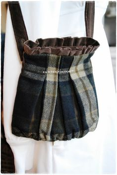 Quite handsome bag. I have a couple old kilts ready for transcendence...