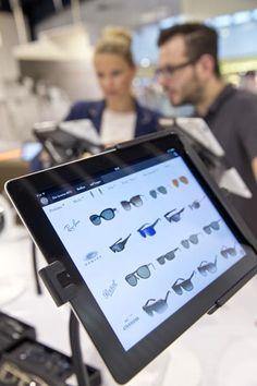 An iPad-Terminal haben Kunden im Edel-Optics Flagship-Store die Auswahl von 10.000 Markenbrillen zu günstigen Internetpreisen. Im Onlineshop können Kunden aus 30.000 Markenbrillen ihre Lieblingsbrille auswählen. Der Edel-Optics Flagship-Store befindet sich in #hamburg (im AEZ Heegbarg 31, 22391 Hamburg) #edeloptics #seeandbeseen #ipad #brille #sonnenbrille #shopping #fashion