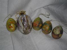Annons på Tradera: 5 st fina ägg 1 porslinsägg 4 st plastpappägg med kycklingar