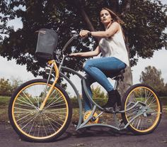 Rockin them heels next season! Venom in action. Simple colors and sophisticated shape. To keep it classy hit up adam@madbicycles.com #bicycle #bikelife #polishgirl #blonde #cute #ootd #awesome #girl #custom #pretty #fun #cruise