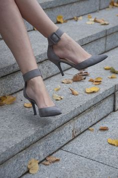 Cute Heels in Light Grey - a wonderful color for #fall outfits!