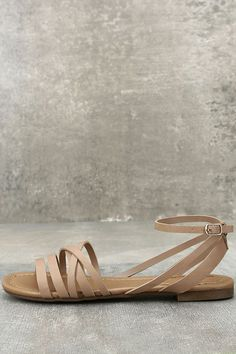 Your first steps in the Zoila Natural Ankle Flat Sandals should be straight toward the sun and sand! Vegan leather straps cross over a peep-toe upper, while a matching ankle strap (with adjustable gold buckle) completes the look. Dressy Flat Sandals, Leather Sandals Flat, Summer Sandals, Heel Boots For Women, High Heel Boots, High Heels, Peep Toe Flats, Ankle Strap Flats, Cute Shoes