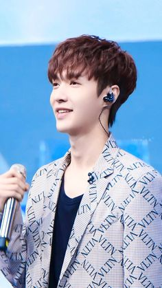 yixing Yixing Exo, Gifs, Chinese Boy, Asian Style, Chanyeol, Music Artists, Boy Bands, Lay Exo, Korean