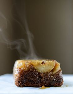 Caramelized Pear Upside Down Cake and the NYC Wine & Food Fest with Spice Islands - Samantha Danielle Bread Recipes Pear Upside Down Cake, Just Desserts, Dessert Recipes, Pear Bread, Spiced Pear, Wine Recipes, Bread Recipes, Vegan Recipes, Sweet Bread