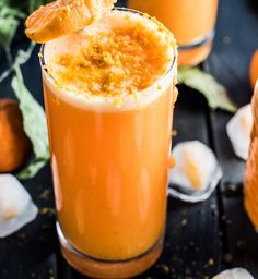Winter Detox Orange Ginger Turmeric Smoothie - This delicious Orange Ginger Turmeric Smoothie is the perfect winter pick-me-up. It's as tasty as it is healthy. You definitely want to add it to your clean eating January detox recipe list! Smoothie King, Smoothie Bowl, Turmeric Smoothie, Smoothie Detox, Orange Smoothie, Cleanse Detox, Ginger Smoothie, Healthy Detox, Healthy Smoothies