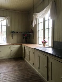 Cute Kitchen, Kitchen Decor, Kitchen Design, Kitchen Board, Cottage Kitchens, Home Kitchens, Georgian Homes, Primitive Kitchen, Bedroom Green