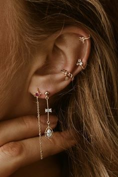 30 Best Type Of Ear Piercings You Should Try Today ear piercings placements vary. The days when people get piercings in the earlobe only are long gone. The tradition of getting piercings is actually more ancient than you could possibly imagine. Types Of Ear Piercings, Cute Ear Piercings, Ear Piercings Cartilage, Cartilage Hoop, Double Cartilage, Cartilage Earrings, Double Helix Piercing, Cartilage Piercing Stud, Orbital Piercing