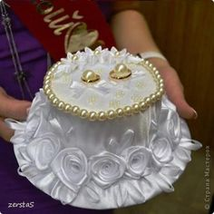 Diy Wedding Ring, Wedding Favours Luxury, Homemade Wedding Favors, Inexpensive Wedding Favors, Ring Holder Wedding, Wedding Gifts For Guests, Ring Pillow Wedding, Unique Wedding Favors, Engagement Ring Platter