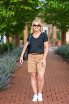 How to Select and Wear Shorts with Confidence - neutrals for summer - unconventional summer colors - black for summer Short Styles, Over 50 Womens Fashion, Classic Style Women, Chic Dress, Short Outfits, Looking For Women, Fashion Outfits, Fashion Ideas, Confidence