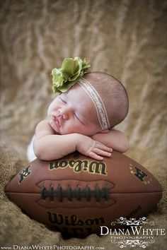 This would be the perfect pic with a Dallas Cowboys Beanie on! This website also has other cute ideas.
