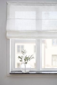 Large Window Treatments, Window Treatments Living Room, Living Room Windows, Living Room Decor, Window Ledge Decor, Small Window Curtains, Curtains With Blinds, Window Sill, Scandinavian Curtains