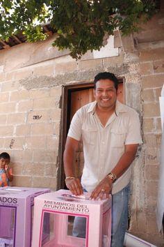Alejandro Luna López candidato del PT a presidente municipal de Benito Juárez emitió su voto #Elecciones2013