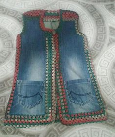 Browse lots of Free Crochet Patterns. We have compiled crochet pattern and knitting patterns. See all of crochet and knitting patterns. Jeans Recycling, Recycle Jeans, Diy Jeans, Sewing Clothes, Crochet Clothes, Artisanats Denim, Jean Diy, Denim Ideas, Denim Crafts