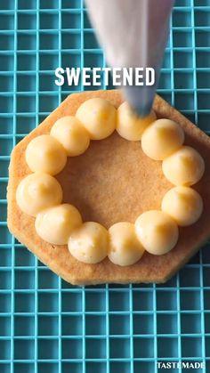 Bee Cookies, Brownie Cookies, Conchiglioni Recipe, Food Videos, Honey, Cakes, Baking, Vegetables, Recipes