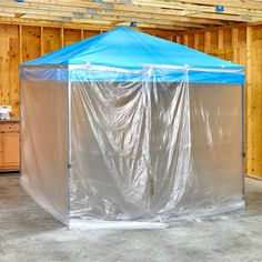 Easy (and Roomy!) DIY Paint Booth An x sun canopy and some painter's plastic is all you need for a DIY paint booth. Try it out for your next finishing project. Diy Paint Booth, Spray Paint Booth, Diy Spray Paint, Diy Tent, Touch Up Paint, Idee Diy, Bottle Painting, Painting Tips, Spray Painting