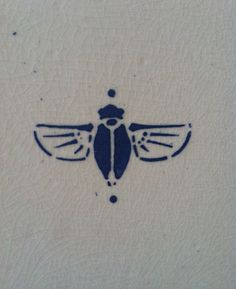The original post says this is an art deco bee, but whatever it is I love the simplistic and bold interpretation.  -DC2