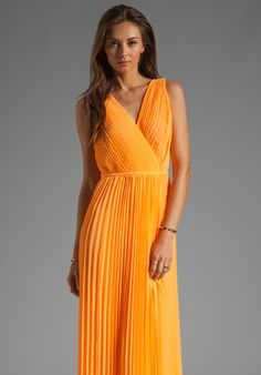 HALSTON HERITAGE V Neck Pleated Gown in Nectar